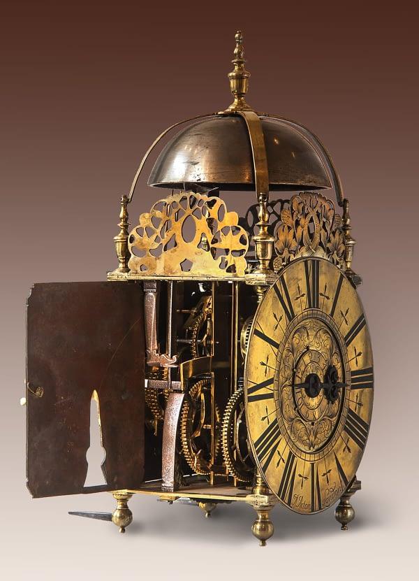 Engelse lantaarnklok van Abraham Acton The Worshipful Clockmakers Company