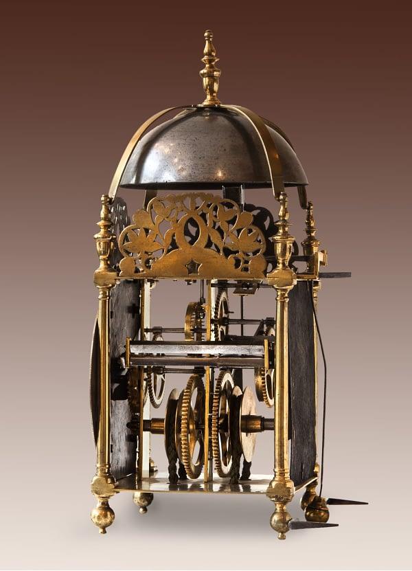 Engelse lantaarnklok Gesigneerd John Ball, Newport Pagnell Fecit.