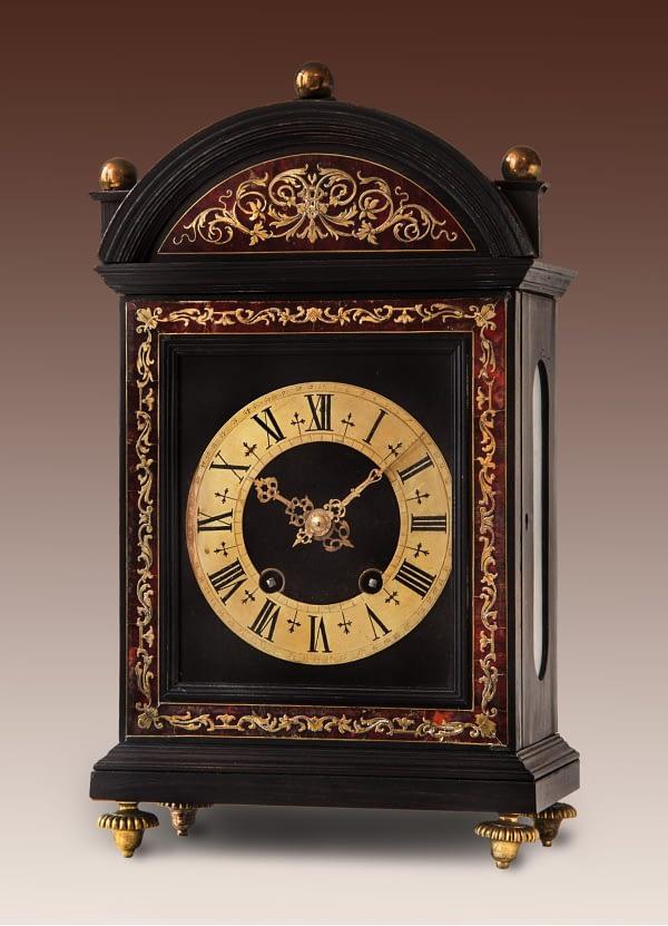 Religieuze 8-daags pendule-uurwerk met Brocot-gang en slagwerk. 19e eeuw