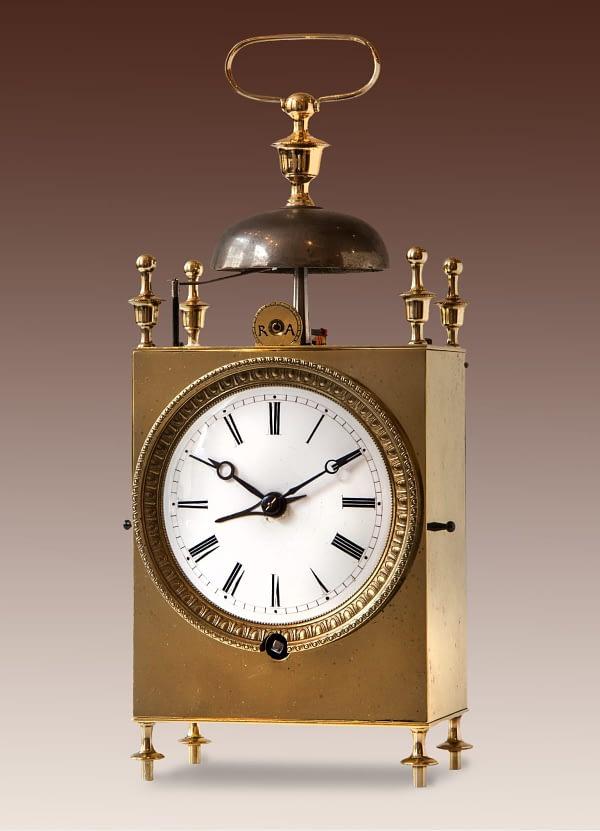 Capucine 8-daags uurwerk met ankergang. Wekkerwerk op een bel. Frankrijk 19e eeuw.