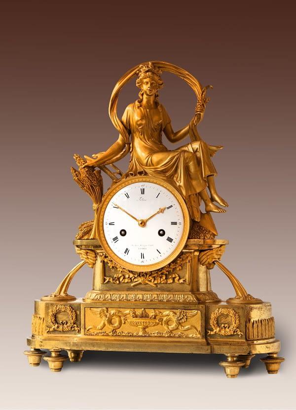 Pendule Empire pendule van vuurverguld brons voorstellende Ceres. Op de wijzerplaat gesigneerd Falloise, Rue Grenier St. Lazare No. 682, à Paris. 19e eeuw.