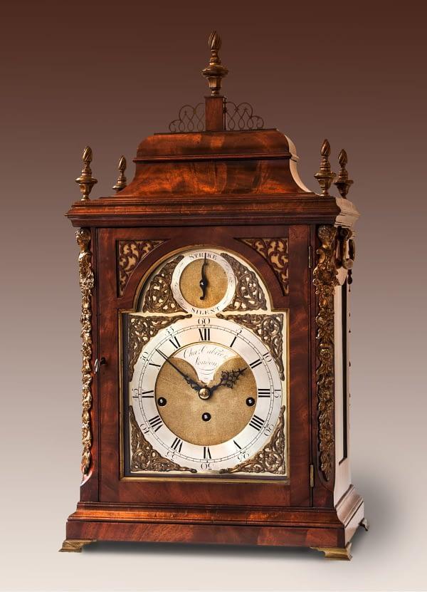 Bracketclock. Gesigneerd Charles Cabrier, London. 18e eeuw.