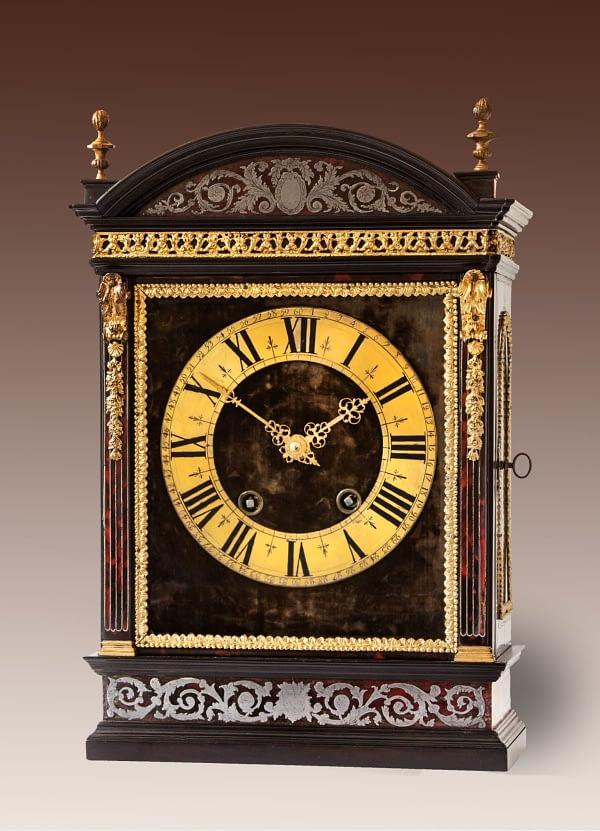 Religieuze klok. Op het uurwerk gesigneerd François Morel à Orléans. 18e eeuw. Parijs.