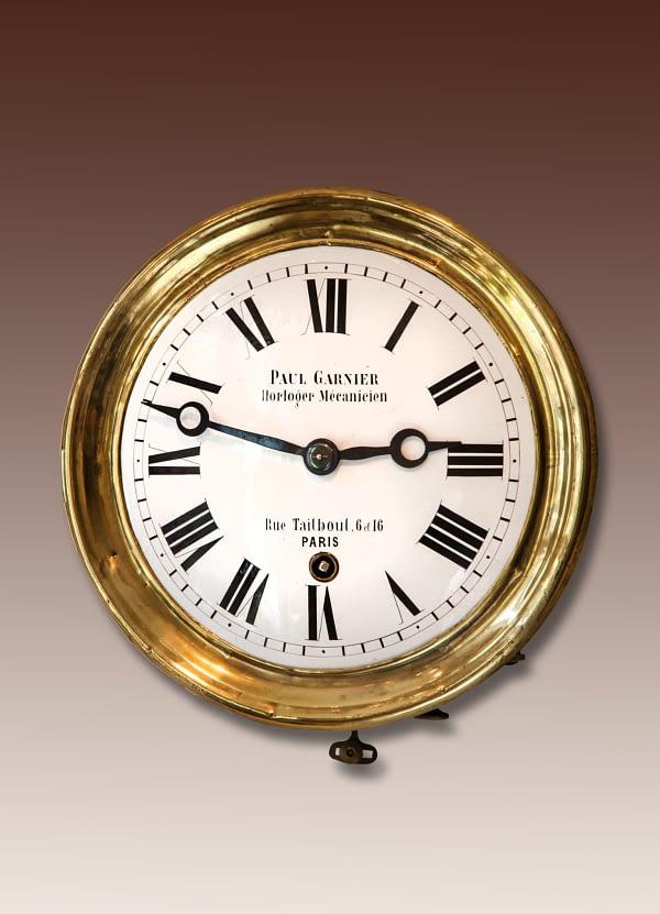 Comtoise regulateur Gesigneerd Paul Garnier, Horloger Mecanicien, Rue Taitbout 6 & 16, Paris