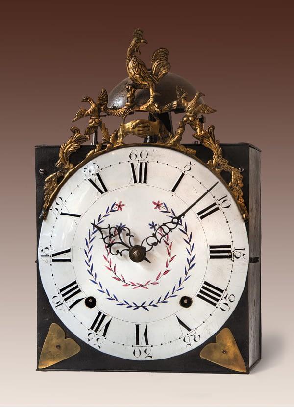 Napoleon Haancomtoise met handjes en polychroom gedecoreerde wijzerplaat